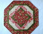 Christmas Poinsettia quilted table mat, Ready to ship