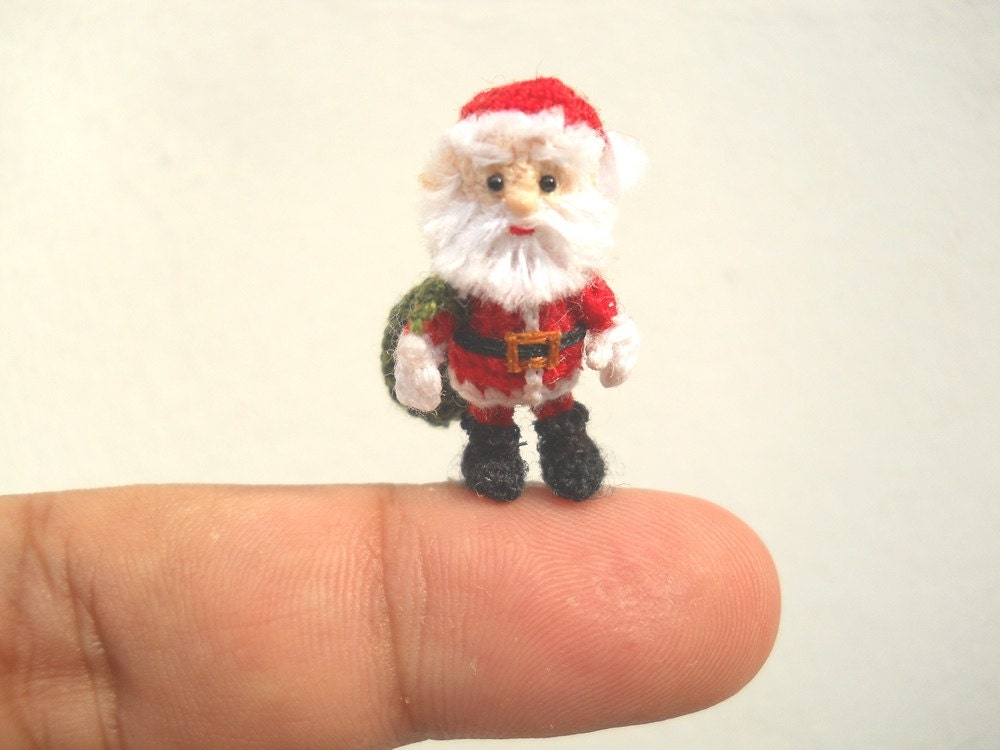 Miniature Amigurumi Doll : Miniature santa claus micro amigurumi crochet tiny doll