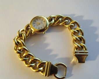 Watch Ladies Large Link Chain Bracelet Gold Tone Quartz Runs