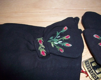 Vintage black suede gloves with bow and embroidered flowers made in France