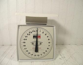 Vintage White Enamel Hanson Utility Scale - Mid Century Black & White Kitchen Accent Scale - Retro Household Workshop White Metal Scale