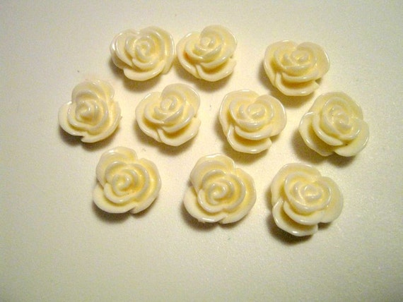 10 White Flower Resin Embellishment Jewelry Making Findings
