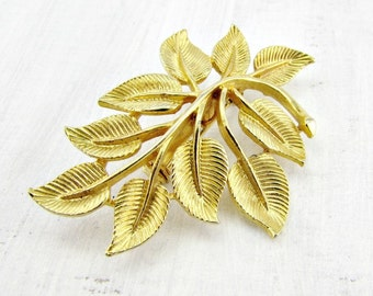 Vintage Gold Leaf Cluster Brooch Pin, Elven Leaf Brooch, Fall Autumn Leaf Brooch, Gold Plated Woodland Jewelry, 1950s 1960s Costume Jewelry