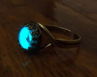 Seastone - 8mm Antiquated Brass Glow in the Dark Ring with Aqua Blue Gemstone