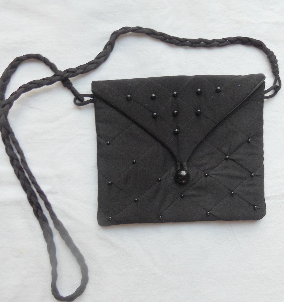 schwarze kleine quadratische tasche geldb rse gesteppte. Black Bedroom Furniture Sets. Home Design Ideas