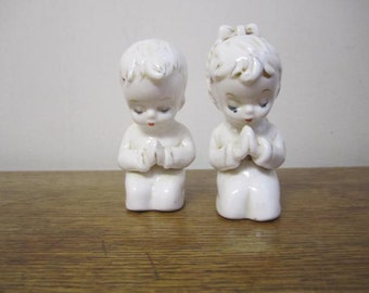 Praying Children Salt and Pepper shakers. Kneeling children salt and pepper. Innocence of children