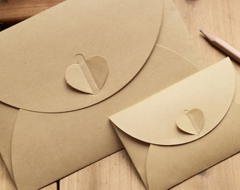 Brown KRAFT Paper Envelopes with Heart Closure 5 pieces. Size: Mini.