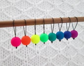 Set of 8 snag-free stitch markers -- Fits needles up to size 10 / 6.0mm