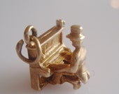 9ct Gold Man Playing a Piano Charm