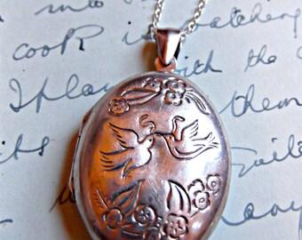 Lovebirds Shakespearean Inscribed Sentimental Sterling Silver Vintage Locket
