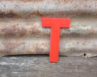 Vintage Letter Sign 6 Inch Letter T Sign Red Simple Font Plastic Letter Sign Display Maruqee Alphabet vtg Letters Wall Art Pop Art Retro