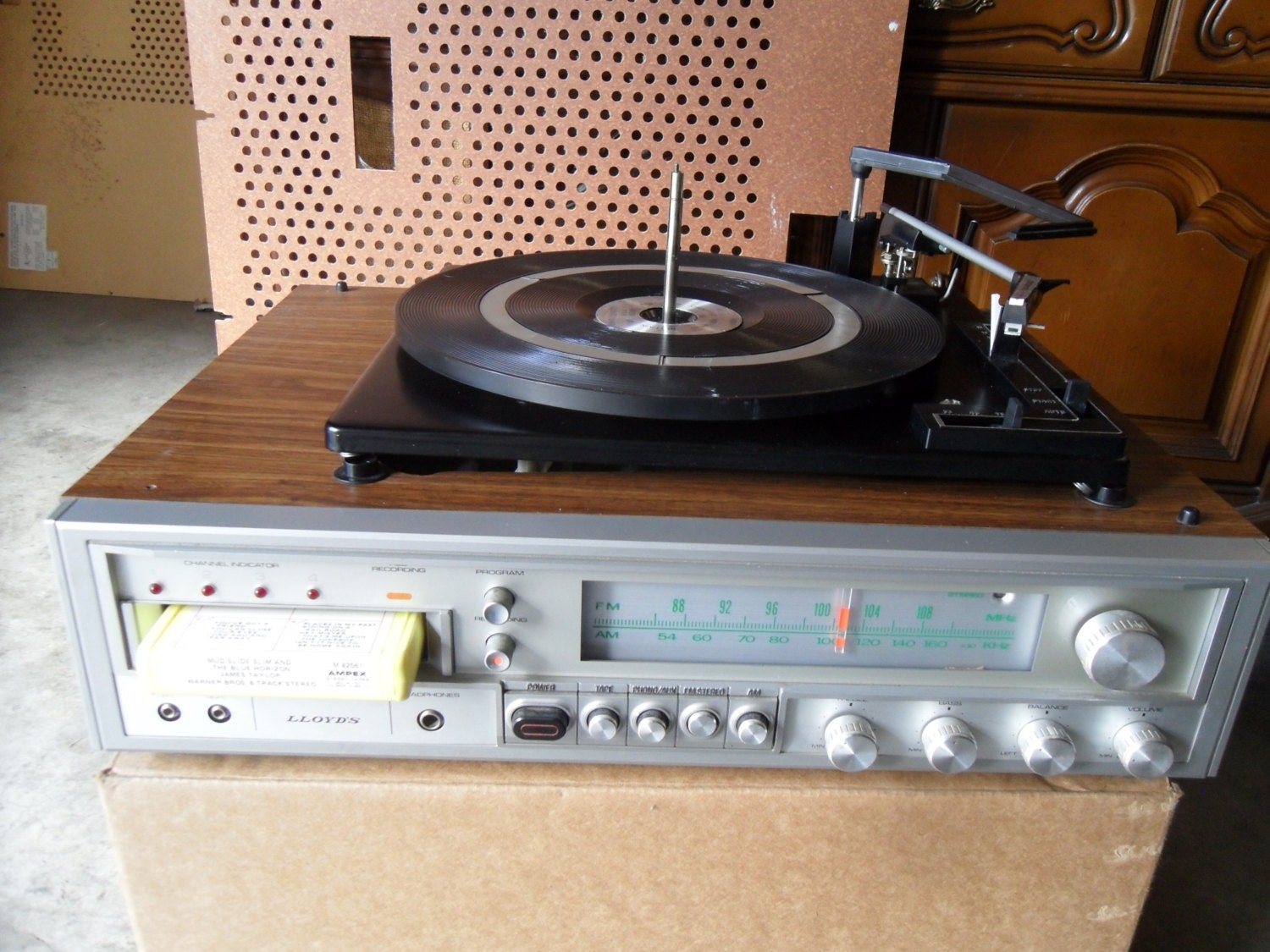 Vintage Lloyds Compact Stereo System With Turntable Am Fm