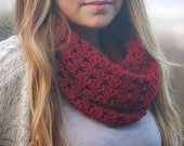 sale - Crochet neck warmer in red / Cozy crochet cowl in merino wool / Sale