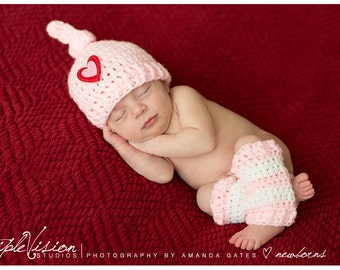 Newborn Pinkt Sleeping knot Stocking Cap With Heart and Striped Leg Warmers Photo Prop 0-12 Months
