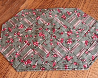 Christmas Placemats Set of 4 Red Green Floral Print Handmade