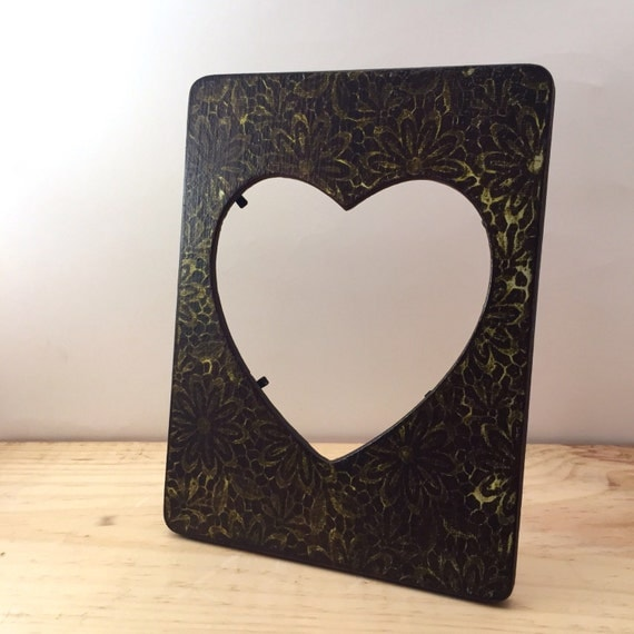 Heart picture frame pale yellow lace paper vintage for Bungalow style picture frames