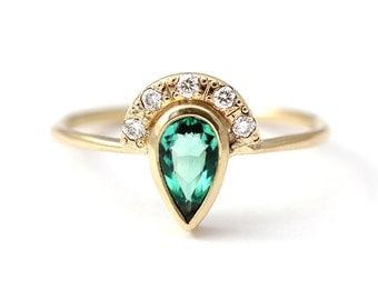 Emerald Engagement Ring, Alternative Engagement Ring, Diamond Emerald Ring, Pear Cut Emerald Ring, Gold Emerald Ring, Green Engagement Ring