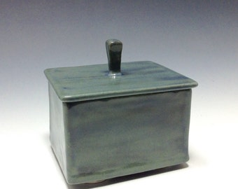 Ceramic lidded jewelry box