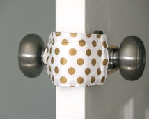 Latchy Catchy in Goldie Dot (Patented)
