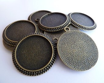 10 x Antique Bronze round cameo style 30mm pendant trays