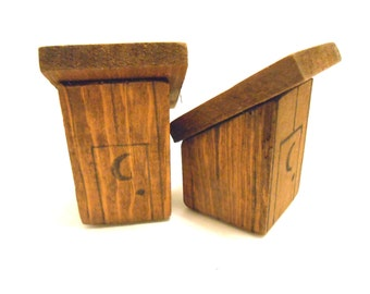 Vintage Salt and Pepper Shaker Set Outhouse 1950s
