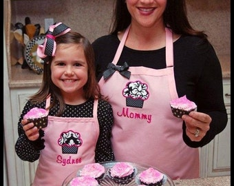Personalized Mommy and Me Cupcake Apron Set - Mother and Daughter Matching Aprons, Custom Baking Aprons, Personalized Kitchen Aprons Family