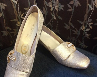 Vintage Farentino shoe Gold Lemay with goldtone embellishment size 8