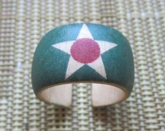 Star on Light Green with Pink Center -- adjustable wood ring