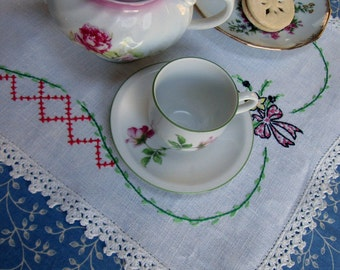 Tea Table Nosegay Centerpiece Cloth, Hand Embroidered, 16 x 13