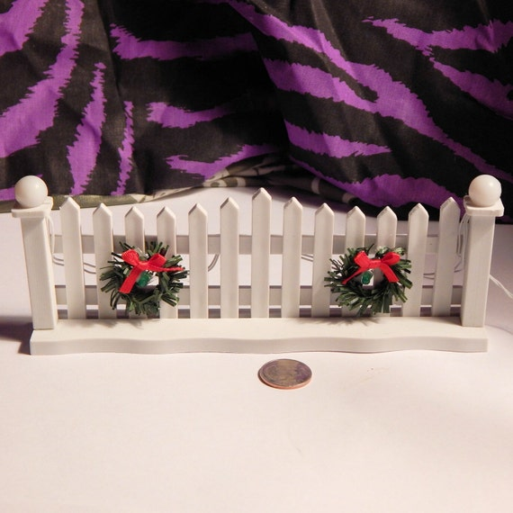 Dollhouse Christmas White Picket Fencing W Lights & Wreaths