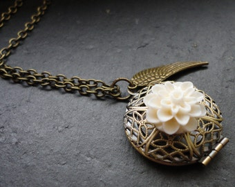 Necklace Medaillon Romantic with Flower