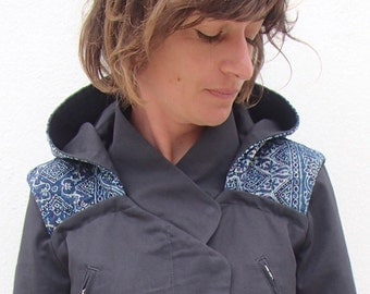 Parka for woman with removable and reversible hood