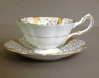 Vintage Queen Anne Gold Lace Teacup and Saucer, Gold Hollywood Regency Bone China Cup and Sauce, Bone China Made in England