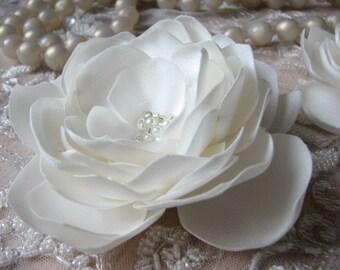 Wedding ivory flower Ivory magnolia Ivory hair flower Wedding hair flower Ivory flower pin Ivory dress Ivory sash Ivory headpiece Hair clips
