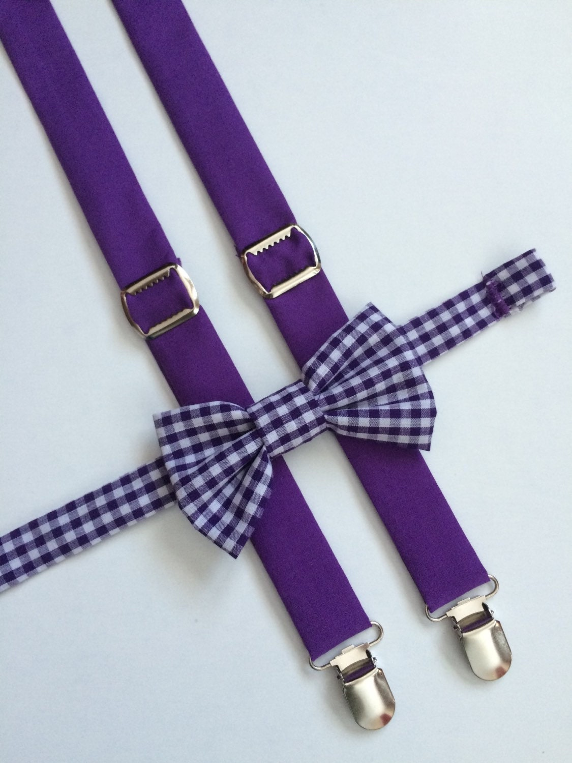These elastic trouser braces for men (also called suspenders) are great stylish alternative to a belt. With a wide range of colours and designs, we have perfect braces for weddings and work.