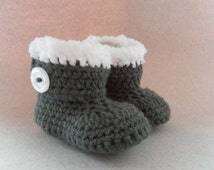 Grey baby booties, fur style trim, crochet booties, snuggly booties, gray crochet booties, baby slippers, crib shoes, baby shoes, baby gift