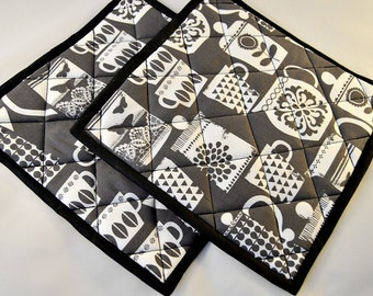 Pot Holders/Pair/Quilted/Mats/Black and White/Coffee Pots