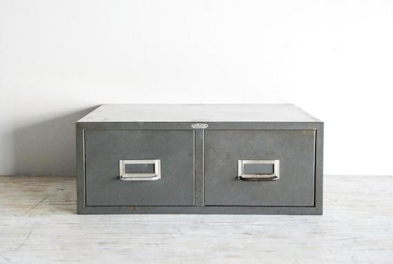 fichier de bo te bo te de rangement en m tal fiche. Black Bedroom Furniture Sets. Home Design Ideas