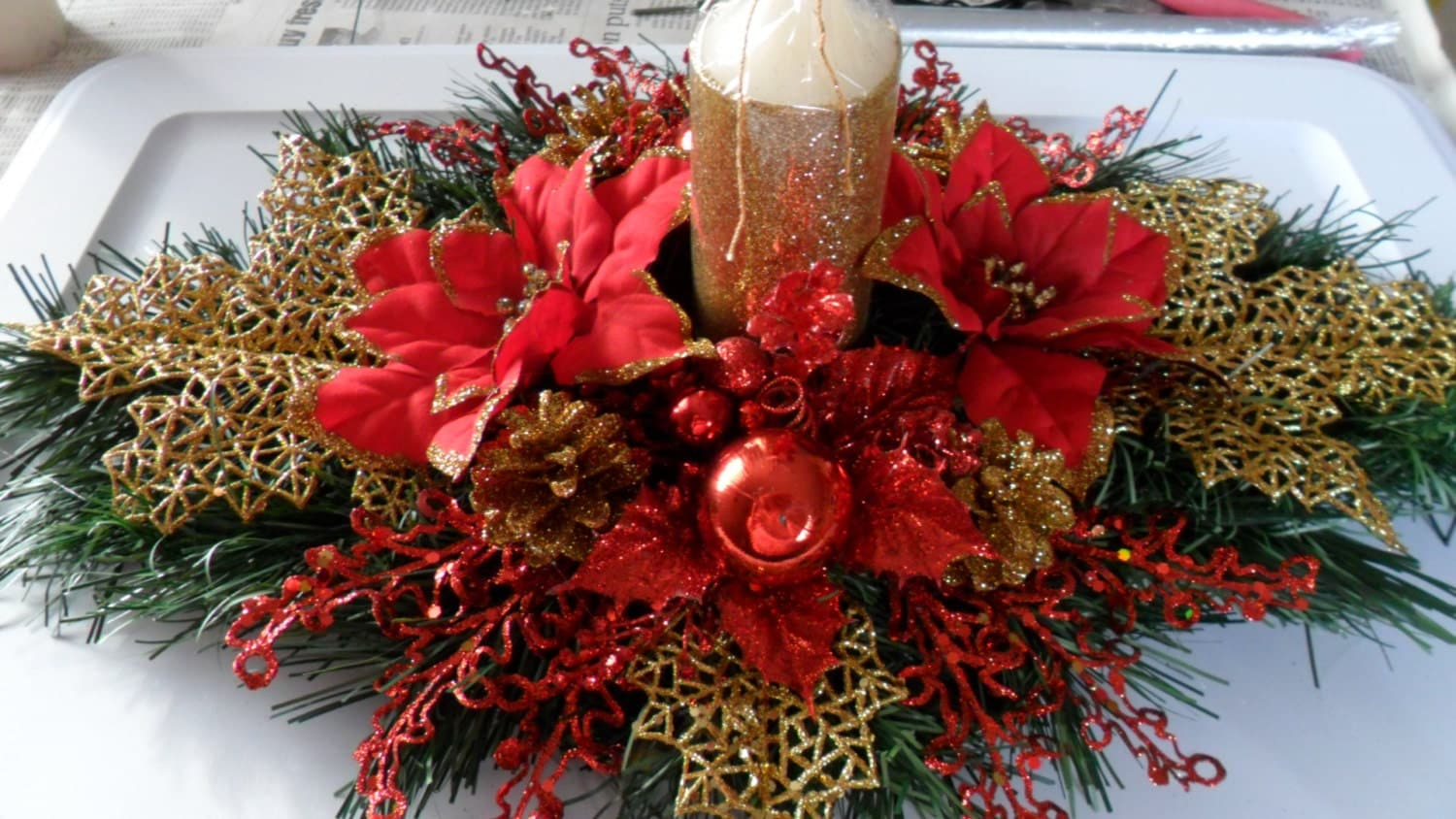 Christmas centerpiece in red and gold