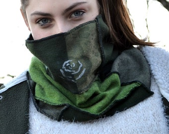 Confortabl neck warmer in Patcwork also be worn as a hat. . Eco friendly