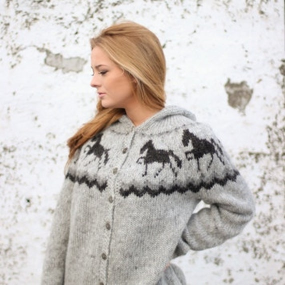 Handknitted sweater with horse pattern 100% icelandic wool