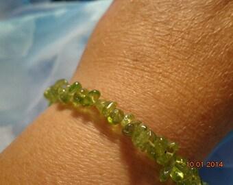 stretchy top quality peridot ( olivine ) chip bracelet healing energy