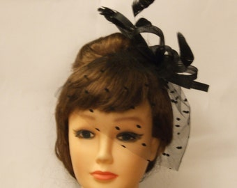 Black feather fascinator w mini dotted tulle bluser .Party,Bridal mini birdcage veil feather fascinator.Hairaccessory Goodwood reivival,Race