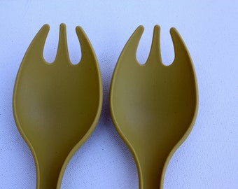 Vintage Tupperware 2 pc. Salad Server-Food Server-Housewares-Salad Tongs-Serving Fork-Antique Kitchen Utensils-Kitchen Utensils-Entertaining