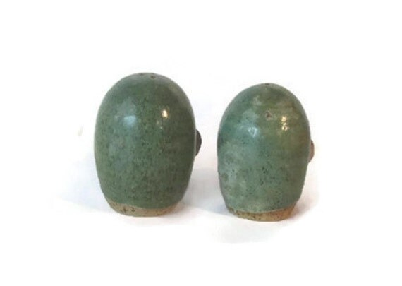 Ceramic salt and pepper shakers set by underlyingsimplicity - Egg shaped salt and pepper shakers ...