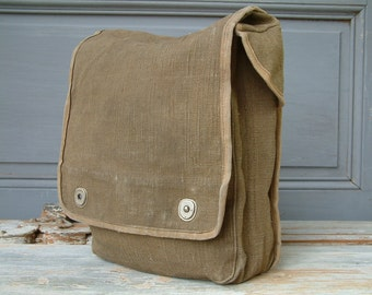 Vintage French green hemp canvas pouch. Ipad. Tablet. E-reader
