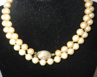 Vintage Oval Gold Tone Clasp Simulated Pearls Necklace.
