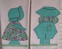 Pair vintage Feedsack Applique Sunbonnet Sue & Sam Kitchen Dish Towels Applique Embroidered