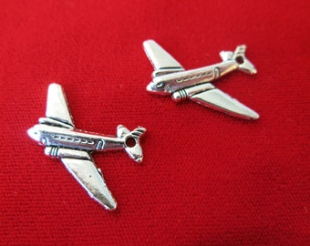 """BULK! 30pc """"airplane"""" charms in antique silver style (BC267B)"""