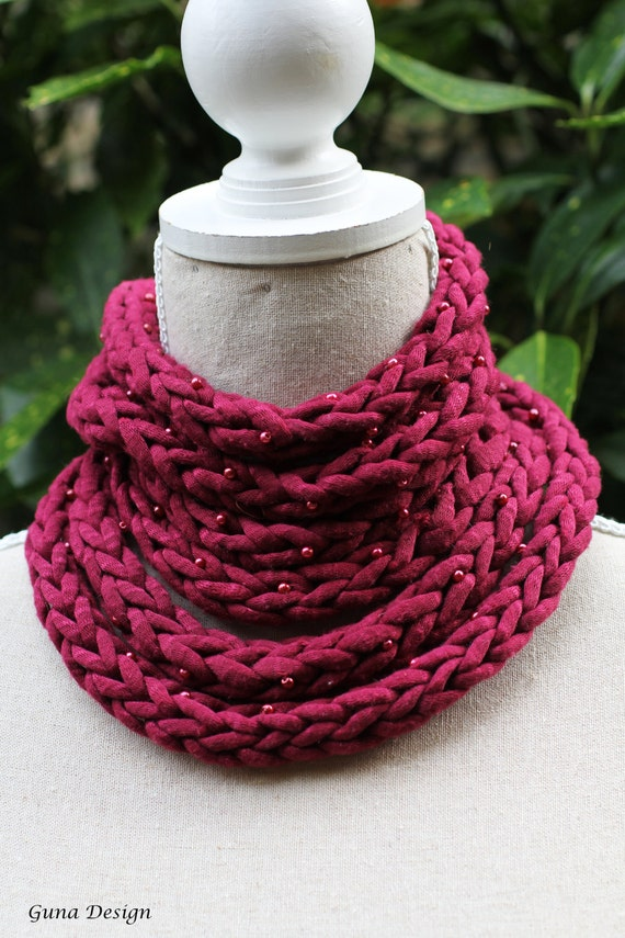 Crochet scarf necklace Infinity scarf in raspberry red color with beads by gunadesign